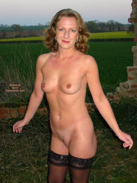 Pic #5 - Saucyminx Naked Outside 2