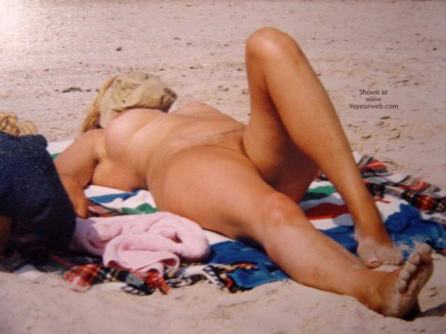 Pic #4 - Sexy Mature On The Beach