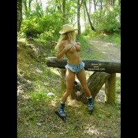 *Wd Daisy May Skates In The Wilds Of Texas