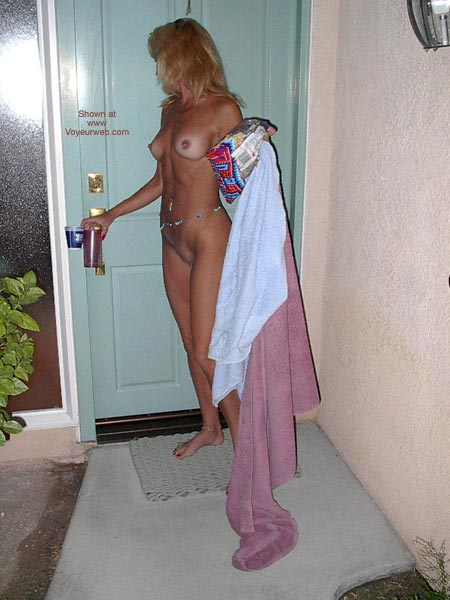 Pic #2 - Dee Goes Naked At The Resort !!!!