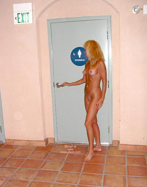 Pic #5 - Dee Goes Naked At The Resort !!!!
