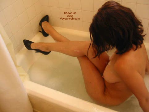 Pic #1 - Daddiesgrl Plays In The Tub