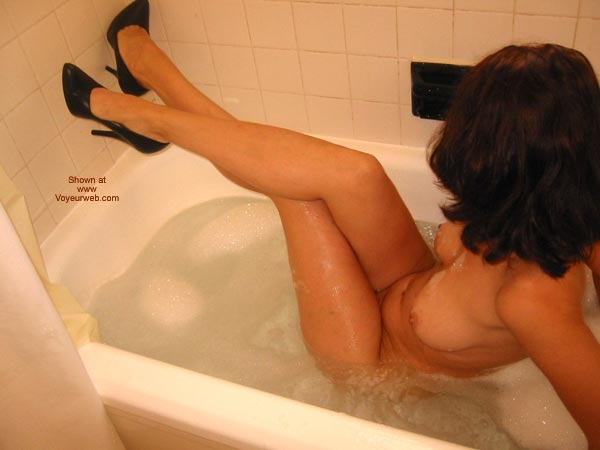 Pic #5 - Daddiesgrl Plays In The Tub