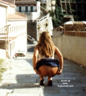 Pic #1 - Hot      Melissa From Italy At The Castle