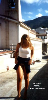 Pic #2 - Hot      Melissa From Italy At The Castle