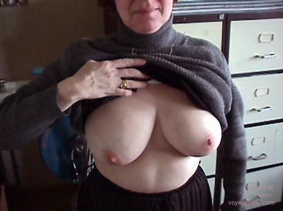 Pic #1 - She showed her Tits