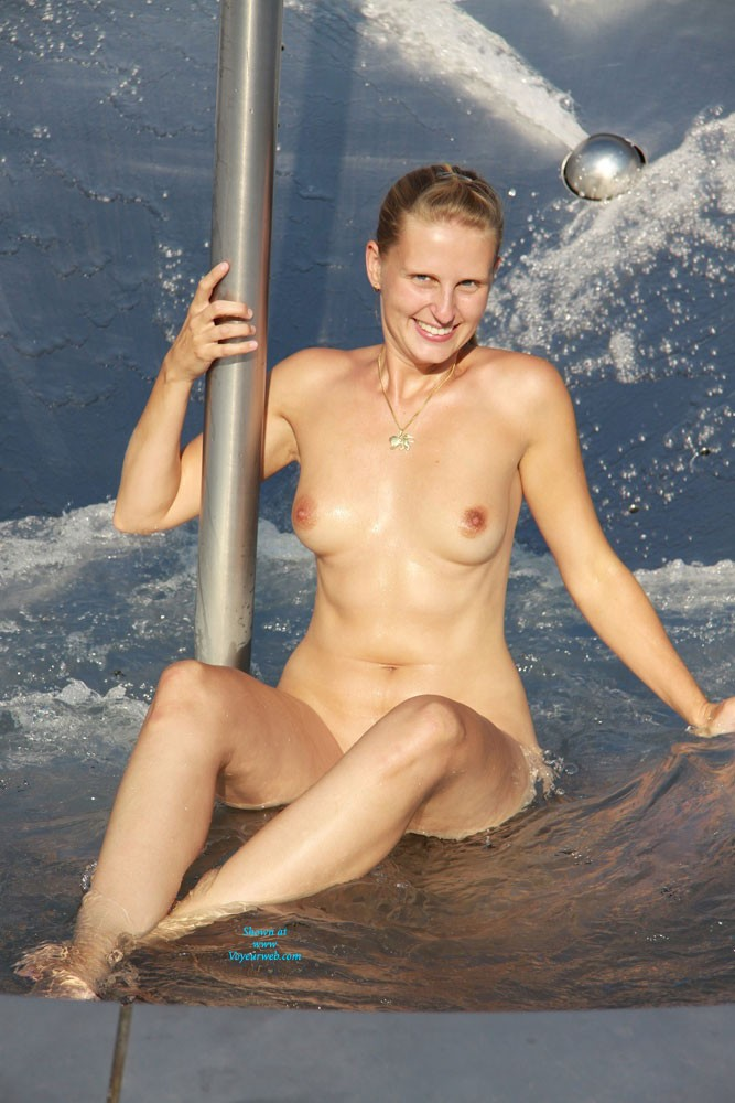 Pic #5 Bri Refreshing in a Fountain - Shaved, Pussy, European And/or Ethnic, Blonde, Flashing, Medium Tits, Public Exhibitionist, Public Place