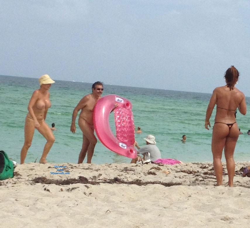 Pic #1 - Asses @ Beach - Beach Voyeur