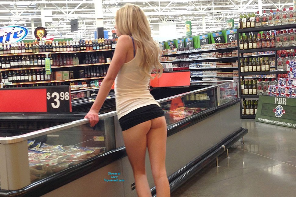 Pic #10 Walmart Flashing - Public Place, Public Exhibitionist, Flashing, Blonde