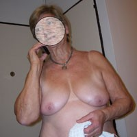 Mi Esposa - Big Tits, Mature, Flashing