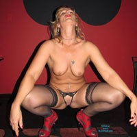 Jasmine's Red F-me Heels - High Heels Amateurs, Lingerie, Blonde, Medium Tits, Pussy, Shaved, Tattoos