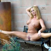 Naken in The Garden - Blonde Hair, Shaved