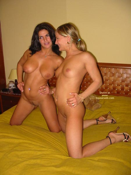 Pic #2 - Gg Elise In Bed Whit Vanessa 2
