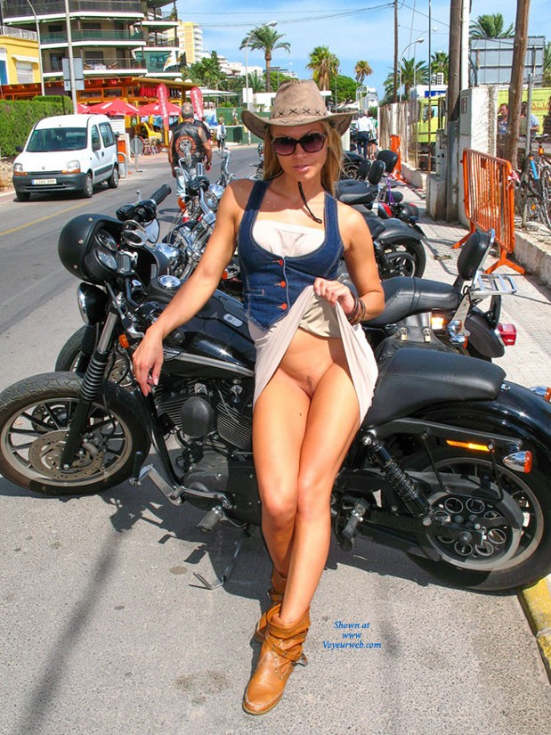 Bike Show - Big Tits, Bikini, Exposed In Public, Flashing, Hard Nipple, Nude In Public, Pussy Lips, Shaved, Beach Voyeur , BIKE Show... And Not Only...