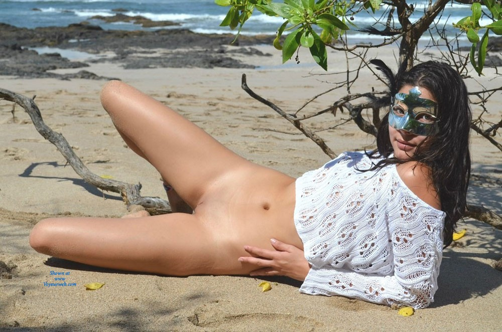 Pic #1 - Hot in The Beach - Brunette Hair, Flashing, Perfect Tits, Pussy Lips, Shaved, Beach Voyeur, Sexy Ass