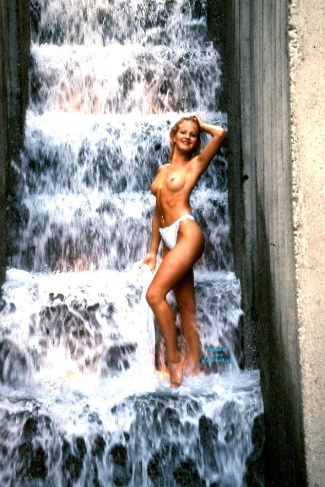 At The Forecourt Fountain - Blonde Hair, Exposed In Public, Hard Nipple, Long Legs, Nude In Public, Perfect Tits, Pussy Lips, Round Ass, Wet, Sexy Ass , At The Ira Keller Forecourt Fountain, On One Of The Last Hot Days Of The Summer... Holly Decided To Take A Cooling Dip.