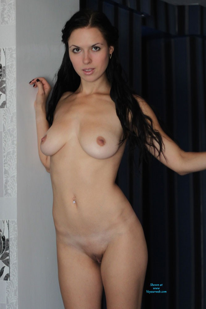Busty amateurs jennifer playing her pussy with toy 8