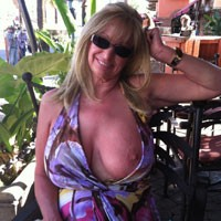 Palm Springs Restaurant - Big Tits, Blonde, Flashing, Public Exhibitionist, Public Place