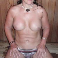 Medium tits of my wife - hulagirl
