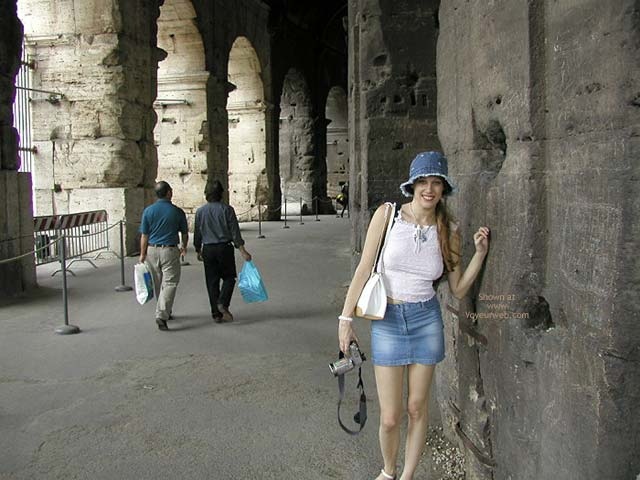 Pic #8 - Flashing In Rome
