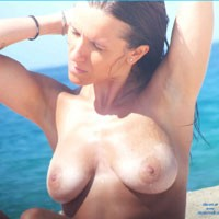 Topless dans le Sud - Big Tits, Brunette Hair, Beach Voyeur