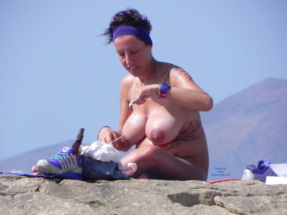 Pic #1 - Schwanger - Big Tits, Brunette Hair, Beach Voyeur