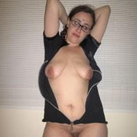 Robyn - Big Tits, Brunette