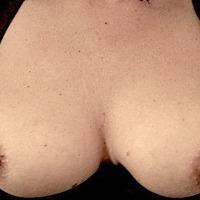 My medium tits - Lois