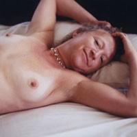 Linda in Bed - Mature