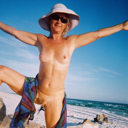Linda Nude - Beach, Blonde, Masturbation, Toys