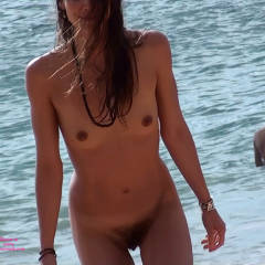 Beach Voyeur: Beachfly Is Back With A Little Hairy Bush......!!