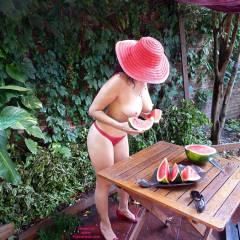 Nude Wife:Gala Y Sus Jugosas Sandías