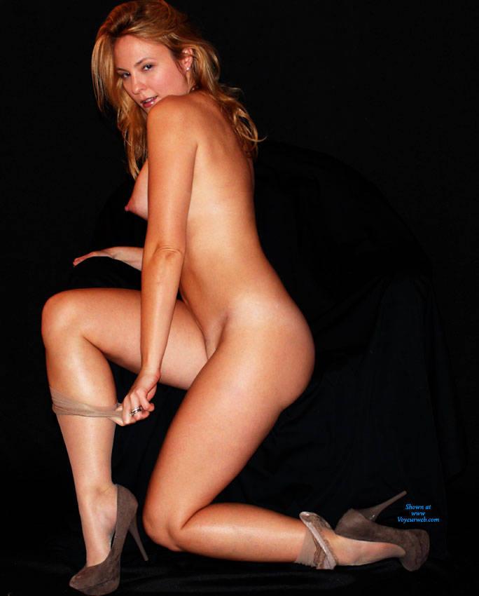 nude girls striptease