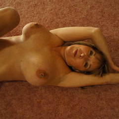 Nude Wife:On The Carpet