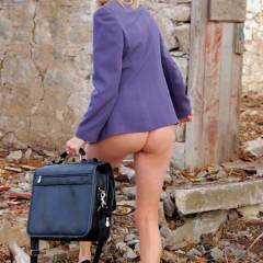 Sinsation: pantyless business call