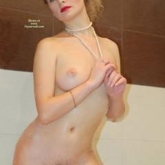 S: nude girl standing