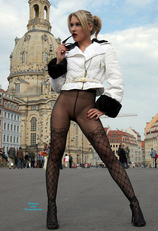 news women wearing pantyhose in public
