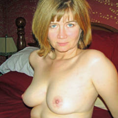 Medium tits of my wife - Sexy cougar