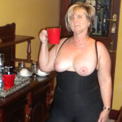 Dress For Friend - Big Tits, Blonde, Dressed, High Heels Amateurs