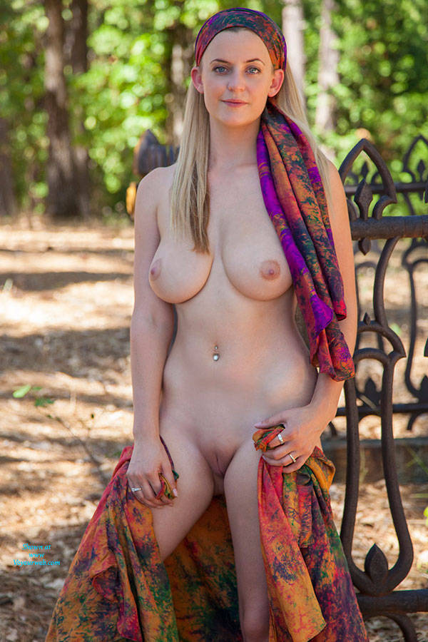 Desi nude hd photo