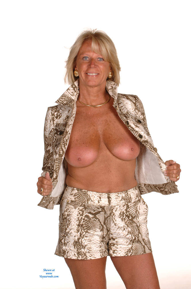 Pic #1 - HotandSexyDi Modeling - Big Tits, Blonde Hair , Always Wanted To Be A Nude Model But Never Pursued It Until Now.  I Hope You Enjoy And Would Love To Hear Your Comments.