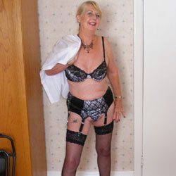 Hot Granny Lyndsey - Blonde, High Heels Amateurs, Lingerie, Mature, Striptease