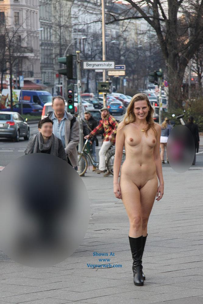 Curvy Berlin Nackt