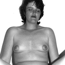 Zara Bush Posing Naked For The First Time - Brunette, Bush Or Hairy