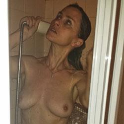 Vieso en la Actualidad en la Ducha - Big Tits, Brunette, Wife/Wives