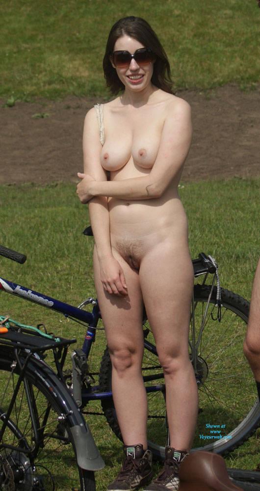 farm girls posing nude