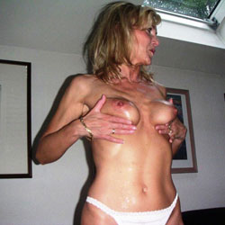 Malenas' Expose Pour Vous - Big Tits, Blonde, Shaved