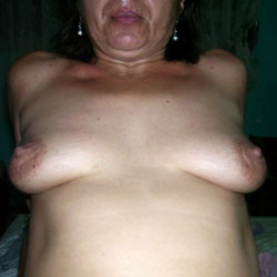 Gladys Mostrandose