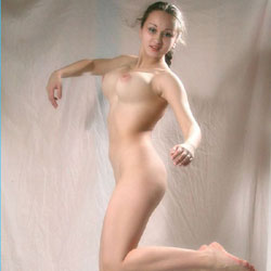 Nude Jumping - Big Tits, Brunette
