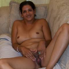 Medium tits of my wife - Indian Jenny
